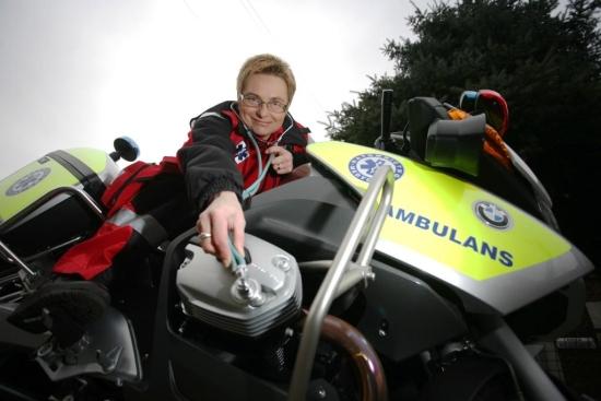 Małgorzata Borchólska i motocykl ratowniczy grupy R2
