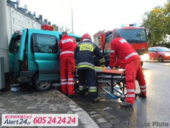 Ratownicy udzielają pomocy