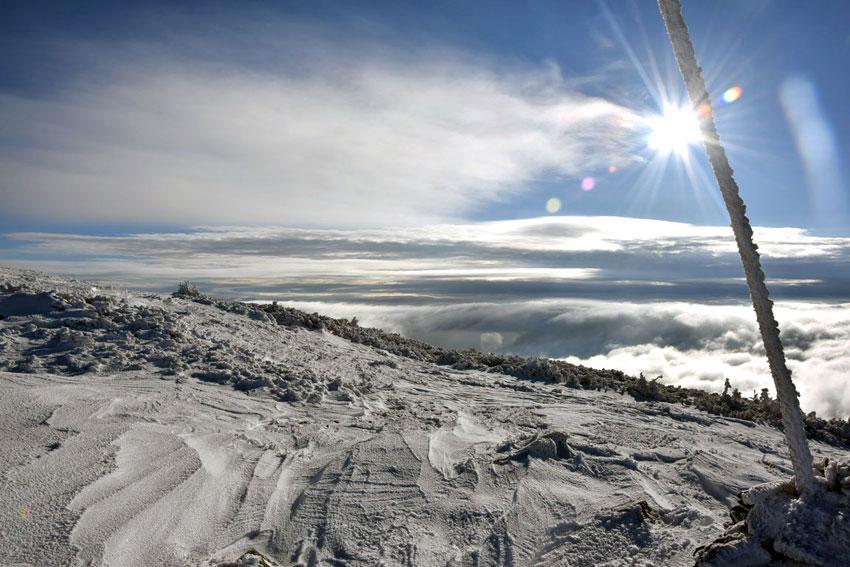 Widok spod Babiej Góry w zimie